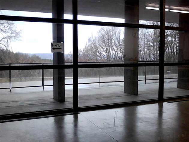 国際芸術センター青森 窓の風景
