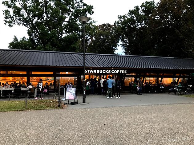 上野公園内のスターバックス