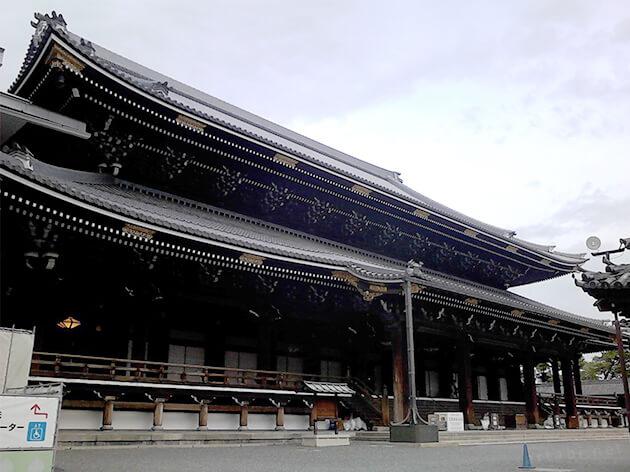 早朝の東本願寺は、人も少ない
