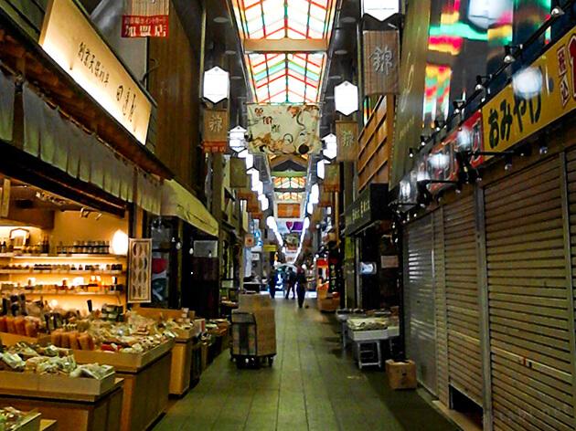 朝の錦市場商店街