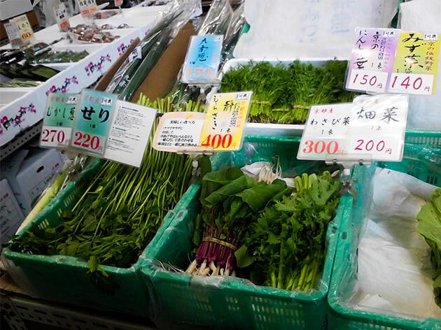 錦市場商店街に並ぶ京野菜