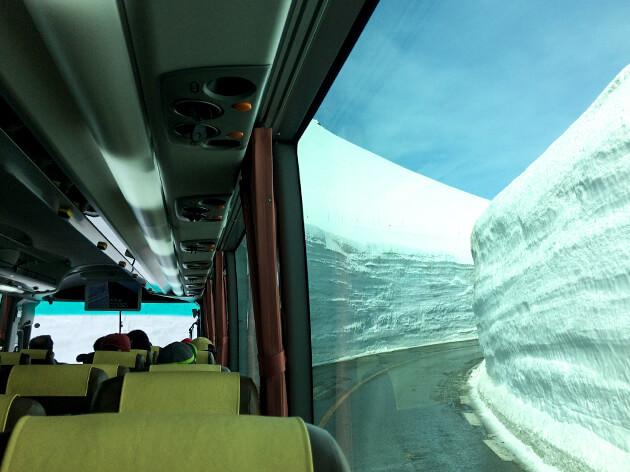 立山高原バスに乗車する。