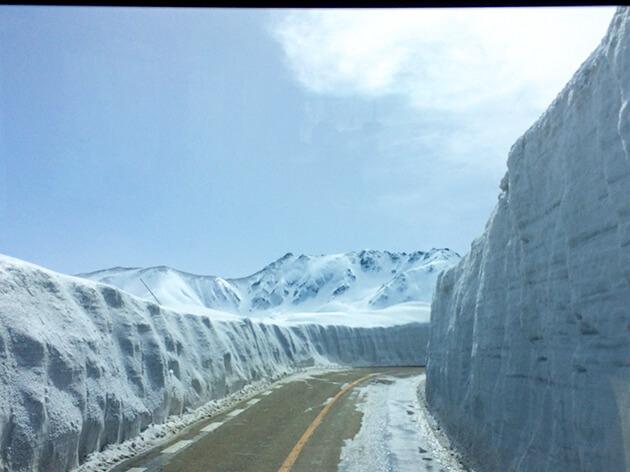 雪の大谷 立山を後にする
