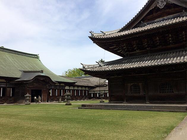 国宝瑞龍寺の境内