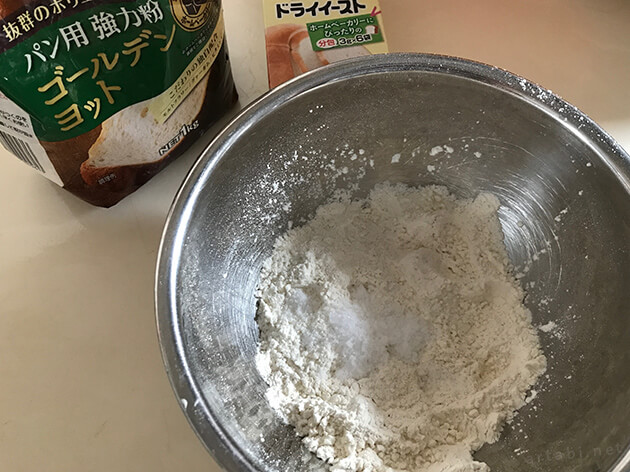 早速簡単なレシピでパンを焼いてみる。