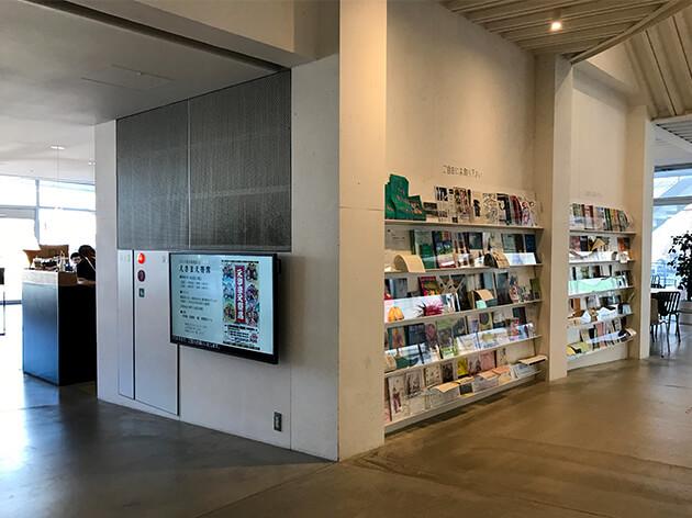 太田市美術館・図書館入り口
