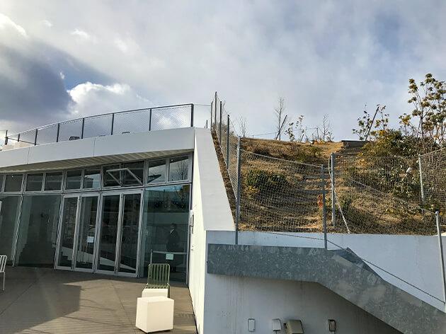 太田市美術館・図書館2階テラス